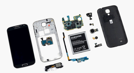 Samsung Galaxy S4 in pieces